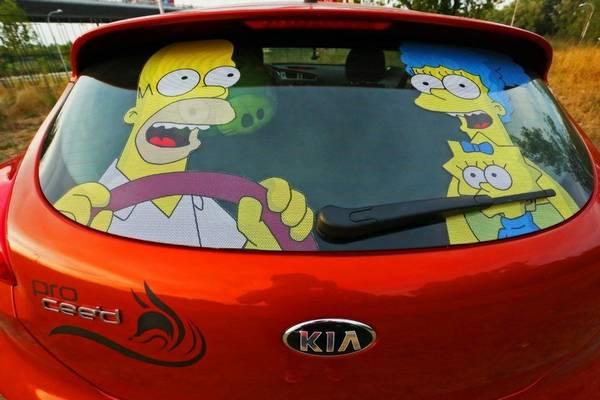 Как наклеить наклейку на машину, на стекло, а также как их снять? с фото