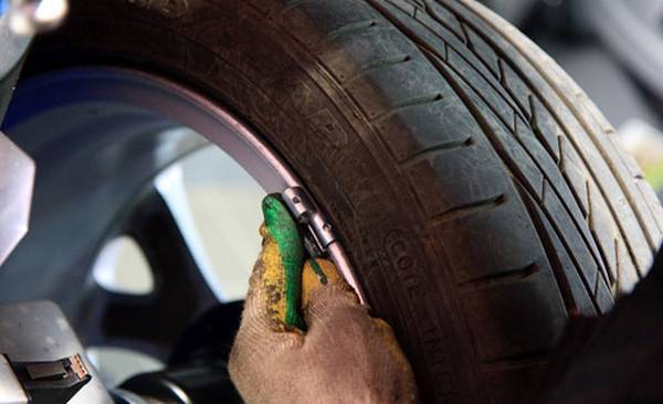 Балансировка колес на автомобиле с фото