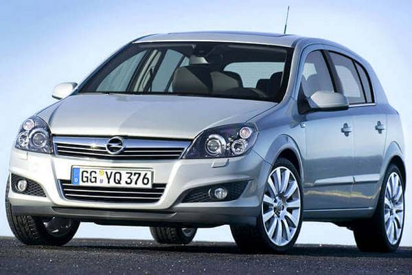 Как меняется саленблоки задней балки Opel Astra H с фото