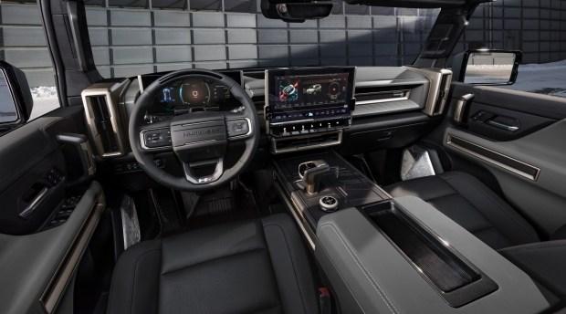 Интерьер GMC Hummer EV SUV